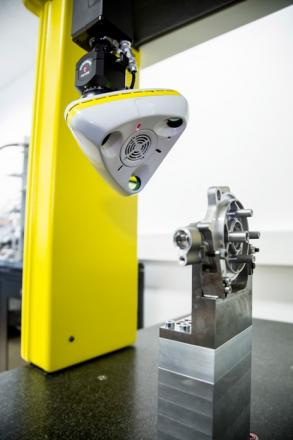 nikon metrology cross scanner xc65dx on the retrofitted dea cmm